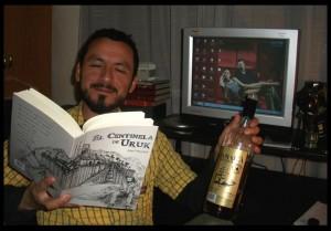 Ariel Avilez leyendo el Centinela