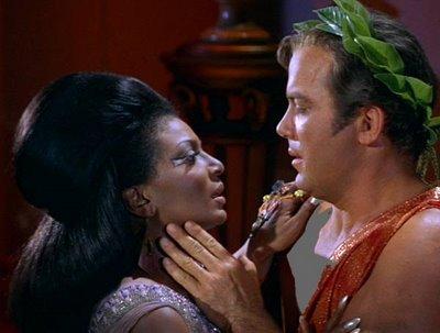 Kirk-and-Uhura-Kiss