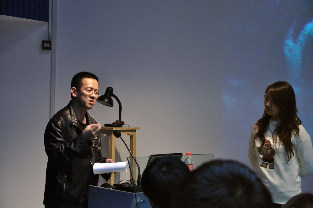 Han Song giving a lecture, Ji Shaoting listening