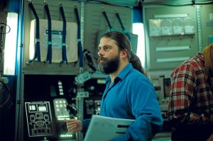 Sebastián Cordero en el set de filmación de Europa Report.