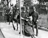 Suffragettes vs. Police (10)