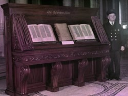 jacob-gayer-gutenberg-bible-in-three-volumes-on-display-in-washington-dc