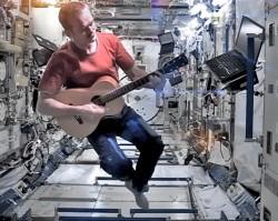 ISS-Chris-Hadfield-guitar