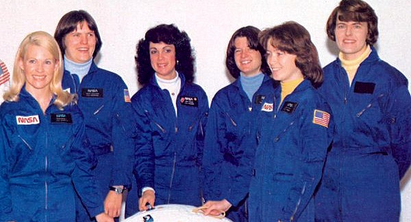 (l to r) NASA female astronaut class Margaret Rhea Seddon, Kathryn Sullivan, Judith Resnick, Sally Ride, Anna Fisher, and Shannon Lucid (1978)