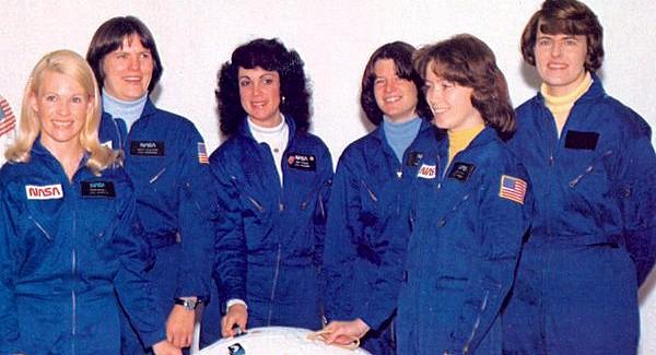 (l to r) NASA female astronaut class Margaret Rhea Seddon, Kathryn Sullivan, Judith Resnick, Sally Ride, Anna Fisher, and Shannon Lucid (1978)