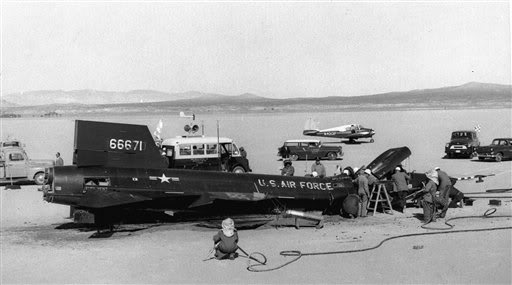 Scott-Crossfield X-15 emergency landing at Rosamonds Dry Lake November 4, 1959